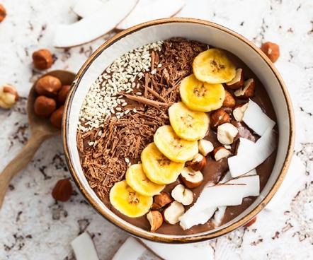 chocolate-hazelnut-smoothie-bowl-roundup